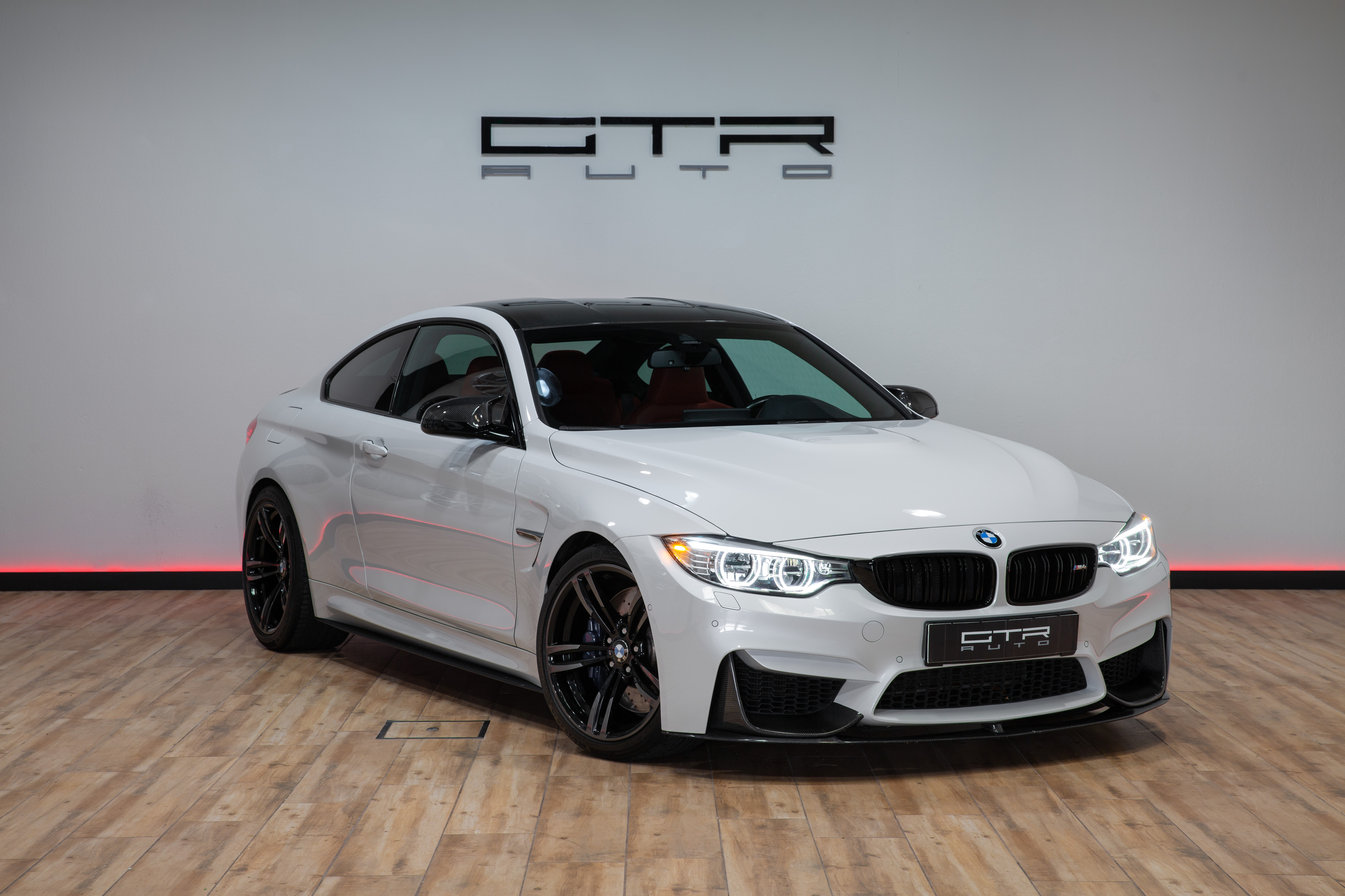 BMW M4 Performance Mineral White
